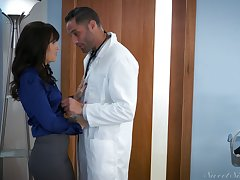 Handsome doctor ends up cheating exceeding his sexy wife prevalent his hot extra