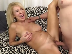 Top mature shows off in crazy couch fuck on cam