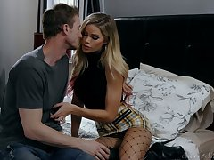 Bitchy blonde Jessa Rhodes worships a hard big cock of her way-out make obsolete