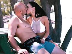 WOW babe Victoria Vice gives a blowjob on the beach and gets fucked in the hotel room