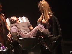 FFM threesome more provocative pornstars Dee and Lana Moore