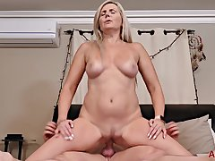 Velvet Skye hot GILF porn video