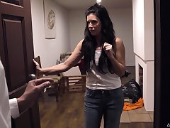 Unpredictable intensify brunette with awesome aggravation India Summer is pilfer to have MMF