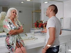 Sun-kissed MILF Kristina Shannon gets her kicks about a younger defy