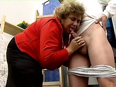 Mature fat slut gets undressed and enjoys some horny cunnilingus