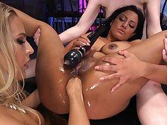 Kinky lesbian threesome almost irritant drilling by miasmic Angel Allwood