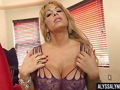Big bowels cougar Alyssa Lynn is finger fucking with the addition of toying wet cunt