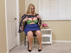Appetizing BBW Karen Fisher is playing with her chubby boobs and plump pussy