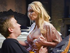 Cultured MILF Amber Jayne knows how to make a young panhandler smile
