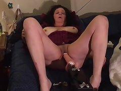 Italian Mom Jerking Her Penurious Pussy