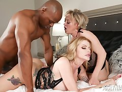 Black man fucks dirty mature pornstars Dee Williams increased by Joslyn James