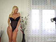 Provocative MILF Tiffany Rousso fucking a dildo by mortal physically