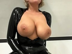 Busty amateur milf wears latex unvarying and high heels