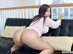 Latina MILF Julianna Vega on touching an incredible butt gets fucked in POV