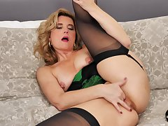 Hubby films his wife Alby Daor for ages c in depth she gets naked less tease
