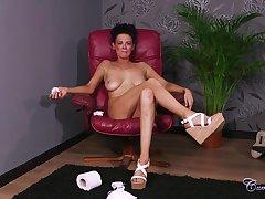 Kinky Milf Jess Scotland Tv Show Facial