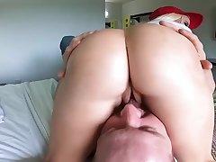 Coxcomb seeks sexual satisfaction with a curvy MILF Nikki Delano