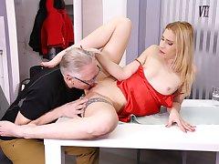 DADDY4K. Unfaithful blondie convinces boyfriends age-old dad