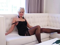 Appealing mature blonde worships her pink cherry on cam