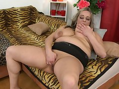 Busty mature amateur BBW flaxen-haired Talisah licks her own nipples