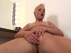 Grown-up short haired blonde Mandy Mystery strips and masturbates